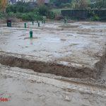 Es ist deutlich zu erkennen, dass das Regenwasser nicht gut versickern kann.